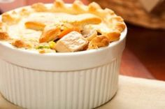 This page contains turkey pot pie recipes. A great recipe using your leftover turkey is a savory pot pie. Healthy Pie Recipes, Cooking Recipes, Diabetic Recipes, Savoury Recipes, What's Cooking, Cooking Ideas, Meat Recipes, Delicious Recipes, Salad Recipes