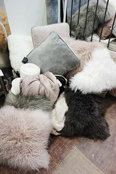 LUXE FAUX FUR -                        Relaxing time.