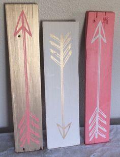 Vintage Arrows Set of 3 // Reclaimed Wood by SerendipityABoutique - DIY @ Craft's Arte Pallet, Wood Crafts, Diy And Crafts, Diy Wood, Pallet Wood, Pallet Signs, Summer Crafts, Creation Deco, Ideias Diy