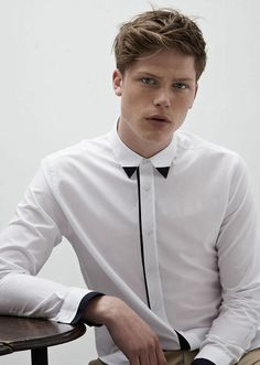 For mens fashion check out the latest ranges at Topman online and buy today. Topman - The only destination for the best in mens fashion Mode Masculine, Formal Shirts, Casual Shirts For Men, Le Polo, Smart Outfit, White Shirts, Minimal Fashion, Shirt Style, Shirt Designs