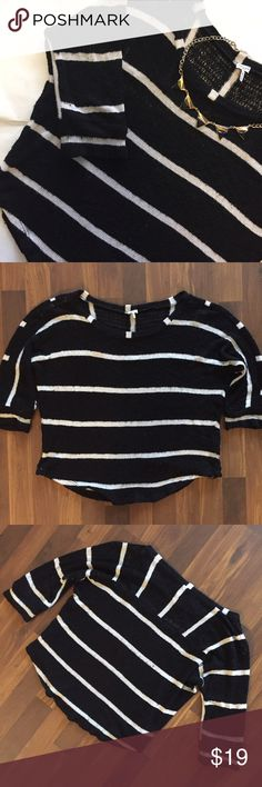 Splendid Black & White Stripe Sweater Medium Splendid Sweater. Size Medium. Black background with white stripes. 3/4 sleeve length. Curved, shirt tail hem. 87% Rayon, 10% Polyester, 3% Spandex. Some loose white threads, and pilling under arms and on sleeve cuffs. Runs large, supposed to be a loose fit. Looks stylish with skinny jeans! 💌 Same Day Shipping! Splendid Sweaters Crew & Scoop Necks