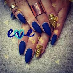 Don't like the stiletto nails but I love these navy blue nails Matte Nails, Stiletto Nails, Glitter Nails, Hot Nails, Hair And Nails, Fancy Nails, Pretty Nails, Jolie Nail Art, Uñas Fashion