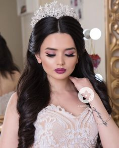 Make up maquillaje (make up) в 2019 г. wedding hairstyles, w Wedding Hair Brunette, Wedding Hair Side, Wedding Hair And Makeup, Bridal Hair, Hair Makeup, Wedding Dress, Wedding Hairstyles For Women, Bride Hairstyles, Headband Hairstyles