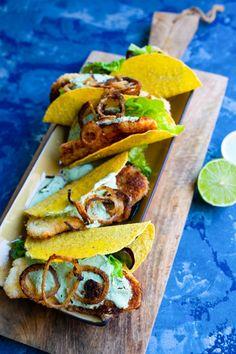 """Het lekkerste recept voor """"Fishtaco's"""" vind je bij njam! Ontdek nu meer dan duizenden smakelijke njam!-recepten voor alledaags kookplezier! Fish Tacos, Lunch, Ethnic Recipes, Tortillas, Wraps, Foods, Drinks, Finger Food, Mince Pies"""