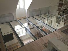 Diseño vertiginoso con este suelo de cristal extra claro