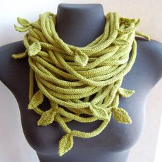 Knitted Tube Leaf Scarf - would be nice in crochet too :) Spool Knitting, Knitting Stitches, Knitting Patterns, Crochet Scarves, Knit Crochet, Knitting Scarves, Knitted Necklace, Knitted Jewelry, Tube Scarf