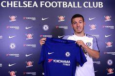 Banh 88 Trang Tổng Hợp Nhận Định & Soi Kèo Nhà Cái - Banh88.info(www.banh88.info) Bóng Đá Quốc Tế (Kenhthethao) - Sau Eden Hazard và Thorgan Hazard mới đây đã có thêm một thành viên nữa trong gia đình Hazard gia nhập Chelsea đó là cậu em trai 22 tuổi Kylian Hazard.  Tiếp bước hai người anh Eden và Thorgan Kylian Hazard vừa đặt bút ký vào bản hợp đồng cùng Chelsea. Trước khi đầu quân cho The Blues Kylian khoác áo đội bóng Hungary Ujpest tuy nhiên không mấy thành công. Trong 2 mùa khoác áo…
