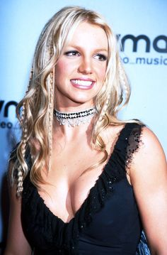 Pin for Later: #TBT: Gaga's Steak Hat, Miley's Buns, and More Iconic VMAs Looks Britney Spears, 2000 No VMAs roundup would be complete without Britney Spears; in 2000 she wore a crimped and curled hairstyle.