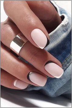 wedding nails 2019 minimalist black white french nails tYou can find French nails and more on our website.wedding nails 2019 minimalist black white french nails t White French Nails, French Tip Nails, Short French Nails, White Short Nails, Black White Nails, French Nail Art, Short Natural Nails, Natural Nail Art, Short Gel Nails
