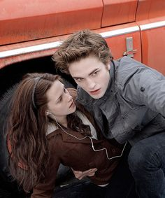twilight, bella swan, and edward cullen image Twilight Scenes, Twilight Saga Quotes, Twilight 2008, Twilight Saga Series, Twilight Book, Twilight Cast, Edward Cullen, Edward E Bella, Twilight Bella And Edward