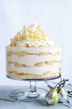 White Chocolate Tiramisu Trifle With Spiced Pears Köstliche Desserts, Delicious Desserts, Dessert Recipes, Yummy Food, Plated Desserts, White Desserts, Layered Desserts, Drink Recipes, Pear Recipes