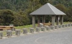 gabion stone building columns.  This is near Annabel's house in NZ - I'm sure I have been here - last time I was into Gabions.  They do them a lot in NZ and they look great.