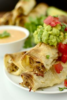 Healthy Crockpot Recipes: Slow Cooker Pulled Pork Taquitos with Chipotle Ranch Dipping Sauce Mexican Appetizers Easy, Appetizer Recipes, Mexican Food Recipes, Appetizer Party, Dinner Recipes, Wedding Appetizers, Mexican Cooking, Mexican Dishes, Drink Recipes