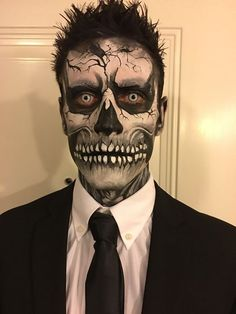 Skull face painting male - Make-up/Kostüm - creepy halloween costumes Halloween Zombie Makeup, Costume Halloween, Halloween Men, Facepaint Halloween, Candy Skull Costume, Halloween Face Paint Scary, Zombie Face Paint, Sugar Skull Halloween, Halloween Christmas