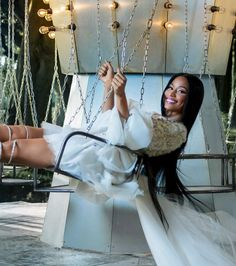 H&M gets some star power for its Holiday 2017 campaign. Rapper Nicki Minaj fronts images lensed by Tim Walker as well as a short film co-starring actor Jesse… Nicki Minaj Outfits, Nicki Minaj Barbie, Nicki Minaj Pictures, Nicki Manaj, Jesse Williams, Tim Walker, H&m Christmas, Nicki Baby, Nicki Minaj Wallpaper