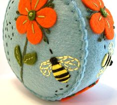 Having a fun and pretty pin cushion is definitely not a necessity, but it sure adds a special little touch to our favorite hobbies. Take a look at these 8 hand embroidered pin cushions and see whi… Felted Wool Crafts, Felt Crafts, Fabric Crafts, Sewing Crafts, Sewing Projects, Sewing Kits, Felt Embroidery, Japanese Embroidery, Felt Applique