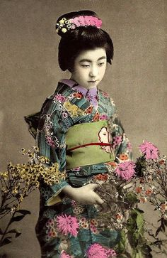 EIRYU -- QUEEN of the POSTCARD GEISHAS  (20) Vintage Japanese, Japanese Art, Japanese Kimono, Japanese Photography, Old Photography, Vintage Photographs, Vintage Photos, Memoirs Of A Geisha, Art Japonais