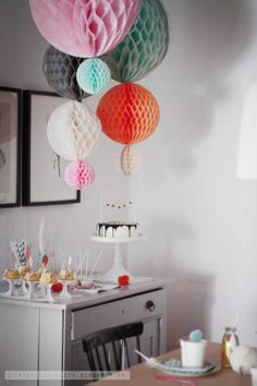 feather and pompom birthday party  via: fraeulein-klein.blogspot.de