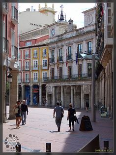 Street in Burgos City (Spain) / Calle en Burgos capital by Trensamiro, via Flickr