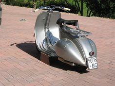 Vespa The Classic Lines! Vintage Vespa, Vintage Bikes, Vintage Motorcycles, Vintage Italy, Custom Motorcycles, Vespa Motorcycle, Piaggio Vespa, Scooter Bike, Motorcycle Quotes