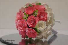 Bouquet+damigella+con+fiori+di+carta+avorio+e+rosa+di+PaperLoveFantasy+su+DaWanda.com