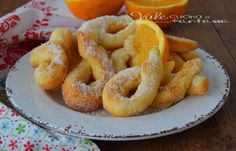 Donuts with ricotta and orange quick recipe Italian Pasta Recipes, Italian Desserts, Biscuit Dessert Recipe, Dessert Recipes, Biscuits, Nutella Cookies, Italian Cookies, Sweet Cakes, Food Inspiration