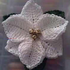 ÖRGÜ ŞİŞLERİ İLE NASIL ÇİÇEK ÖRÜLÜR VİDEOLU AÇIKLAMALI   Nazarca.com - #hatflower - Knitted peruvian flower-Örme Perulu çiçek-Genelde Tığ işi Örgü Çiçekler nasıl yapılır? onları görürüz ancak Bugün size Örgü iğneleri ile Nasıl Çiçek Yapılır? Videolu açıklamalı olarak bunu öğreneceğiz. Şiş İşi Örgüden Çiçekleri Örgü Peru Çiçekleri diye adlandırmışlar. Örgü işi Çiçekleri nerelerde kullanabiliriz? diye biraz düşündüğümüz de bu tarz Şiş ile ya da Tığla örülen Çiçekler Örgü […]... Crochet Puff Flower, Knitted Flowers, Free Crochet Flower Patterns, Free Christmas Crochet Patterns, Crochet Christmas Ornaments, Christmas Flowers, Poinsettia Flower, Christmas Crafts, Christmas Star