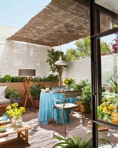 This post contains the best DIY patio ideas. These inexpensive ideas will definitely help you make your patio attractive and charming. Small Terrace, Terrace Garden, Outdoor Spaces, Outdoor Living, Outdoor Decor, Diy Terrasse, Modern Roofing, Garden Design, House Design