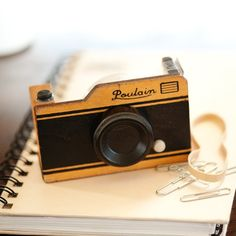 This Wooden Camera Tape Dispenser surely adds a retro spark to your desk as you juggle through your work hours. It is nothing but a simple tape dispenser b Modern Photographers, Gifts For Photographers, Wooden Camera, Photo Class, Photography Store, Tape Dispenser, Photographer Gifts, Stuff And Thangs, Camera Gear