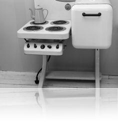Vintage Style Kitchen Appliance Product and Design – Onechitecture – Kitchen Chandelier İdeas. Vintage Kitchen Appliances, Kitchen Stove, Small Appliances, Home Appliances, Kitchen Unit, Copper Appliances, Kitchen Ranges, Small Space Kitchen, Basic Kitchen