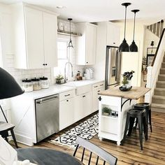 Small Kitchen Remodel Ideas to Make the Most of Your Space - Easy DIY Guide Kitchen Buffet, Country Kitchen, Kitchen Dining, Kitchen Decor, Kitchen Ideas, Small Farmhouse Kitchen, Farmhouse Sinks, Kitchen Sink, Home Renovation