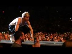 Niall doing rollie pollies (somersaults) down the runway! 7/5/13