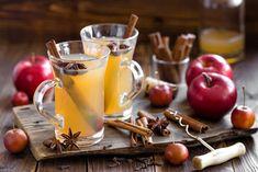 На самом деле таких напитков гораздо больше, но нам нравятся именно эти. Учтите, рецепты расположены в порядке возрастания сложности. Ключевой момент здесь один: правильный выбор посуды для подачи к столу, чтобы не обжечься. И, несомненно, не экономь