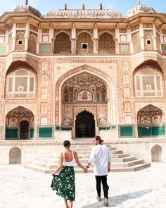 The Ultimate Guide To Jaipur - American and the Brit - Travel Couple Jaipur India, Udaipur, Fashion Photography Poses, Travel Photography, Jaipur Travel, Amer Fort, Heritage Hotel, Famous Places, Buy Tickets