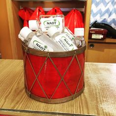 Who doesn't love a #giveaway ? Get a #free hand sanitizer from @naotfootwear with purchase (while supplies last). Because you and your health are important to us! #shoes #instashoes #simonsshoes #naot #handsanitizer #brookline #giveaways