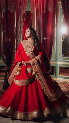 Indian Wedding Photos, Indian Bridal Outfits, Indian Bridal Fashion, Indian Fashion Dresses, Bridal Dresses, Prom Dresses, Wedding Lehenga Designs, Designer Bridal Lehenga, Bridal Lehenga Choli