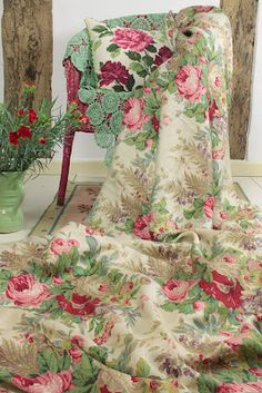 Vintage barkcloth on an old wicker chair, wow would love to own this fabric!