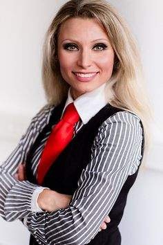 Smart Secretary, Shirt and Tie. Women Ties, Suits For Women, Clothes For Women, Diana Fashion, Women's Fashion, Business Dresses, Business Suits, Preppy Girl, Satin Shirt