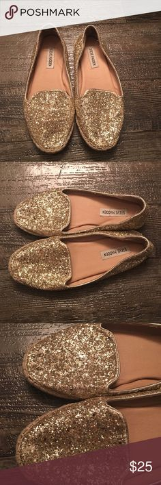 Gold Glitter Shoe Bling! Great spring/summer shoe. Gold. Small part of the sole is loose. Could easily be fixed. Worn and loved. Normal signs of wear. Steve Madden Shoes Flats & Loafers