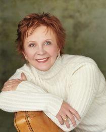 """Janet Evanovich - Die Autorin wurde von der Crime Writers Association mit dem """"Last Laugh Award"""" und dem """"Silver Dagger"""" ausgezeichnet."""