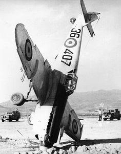 """HISPANO AVIACIÓN HA-1112 M1L """"BUHON""""(X. 4 K-113/36-408) se salió de la pista al aterrizar en Ganso en Gran Canaria. 24 octubre 1953"""