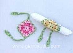 DROPS napkin holders for Easter by Garnstudio Drops design. In this video we… Crochet Potholders, Crochet Granny, Crochet Motif, Crochet Patterns, Crochet Bags, Easter Crochet, Crochet Crafts, Crochet Projects, Crochet Tutorials