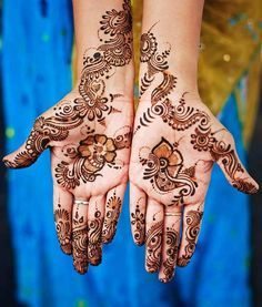 10 Beautiful Punjabi Mehndi Designs To Try In Are you waiting for the wedding season to put on some mehndi? Then wait no more! I think one can get a henna tattoo done any time she wants. A well-designed, Eid Mehndi Designs, Palm Mehndi Design, Peacock Mehndi Designs, Pakistani Mehndi Designs, Mehndi Designs For Beginners, Stylish Mehndi Designs, Mehndi Design Images, Beautiful Mehndi Design, Latest Mehndi Designs
