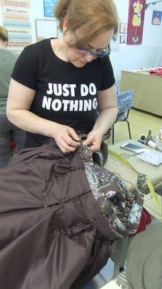 ENTRE TELAS: Y SEGUIMOS SIN PARAR,,,, EN LA ACADEMIA Academia, Fabrics, Dressmaking