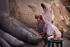 Sharbanabelagola, India - Jain pilgrims wash the granite statue of Gotameshwara - Bahubali | Flickr - Photo Sharing!