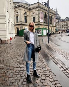 Handsome Martin boots outfits style summer teenage frauen sommer for teens outfits Dr. Martens, Doc Martens Boots, Fall Winter Outfits, Winter Fashion, Summer Outfits, Combat Boot Outfits, Combat Boots, Outfits With Boots, Dr Martens Outfit