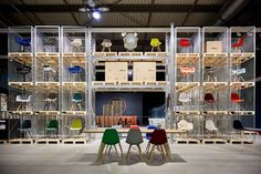In 2015 the range of the Eames Plastic Chair has been complemented with six new colours curated by Hella Jongerius.
