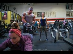 I AM BUILT: Justin trains Steph & Carly on Leg Day - YouTube