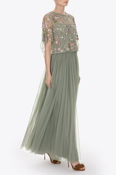 Our best selling maxi skirt is made up of layers upon layers of sheer frothy tulle, giving this style light yet dramatic movement and a lovely romantic silhouette. Hijab Evening Dress, Hijab Dress Party, Evening Dresses, Stylish Dress Designs, Stylish Dresses, Tulle Dress, Lace Dress, Dress Outfits, Fashion Dresses