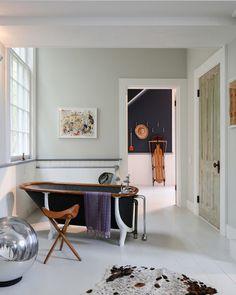 Restroom Design, Bathroom Interior Design, Vintage Bathroom Decor, Chic Bathrooms, Architectural Digest, White Bathroom, Cottage Style, Decoration, Interior Inspiration
